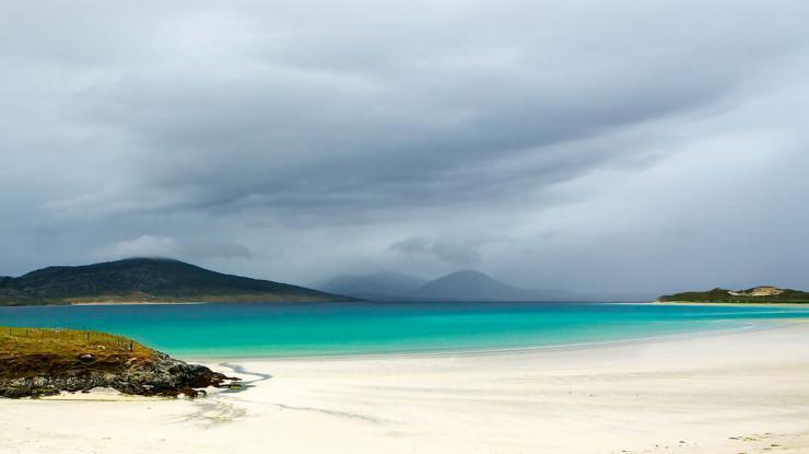 ساحل سفید و آب زمرد در اسکاتلند