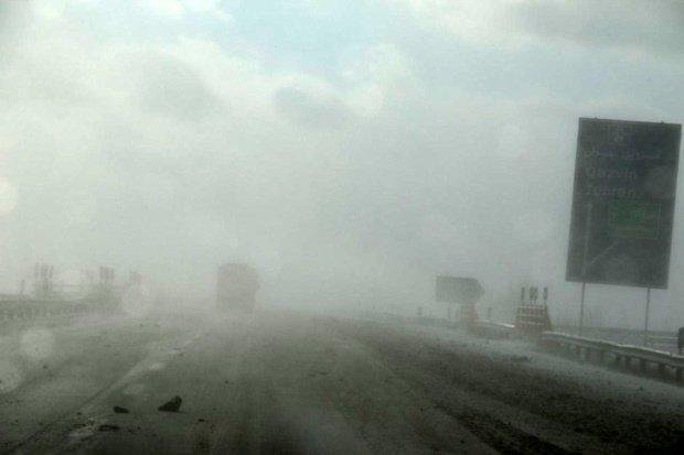 مه غلیظ در برخی جاده های استان زنجان حاکم است