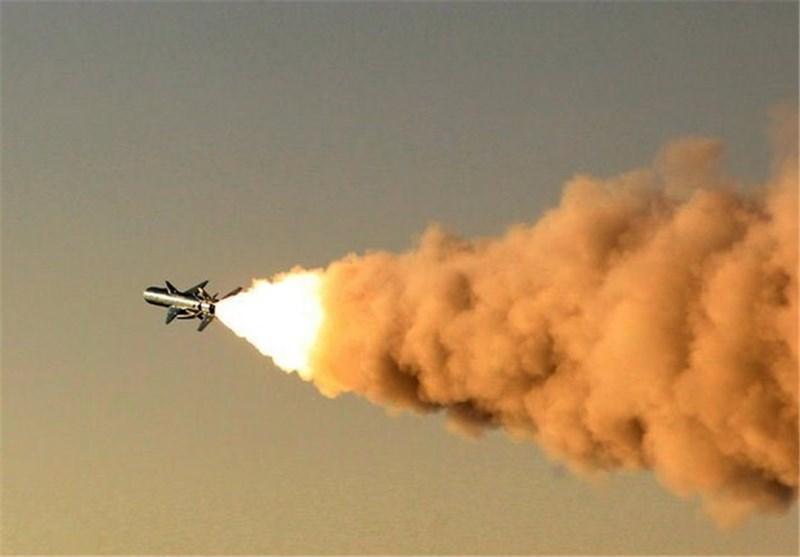 شلیک موفقیت آمیز موشک های رادارگریز و کروز نور و نصر از سواحل دریای عمان