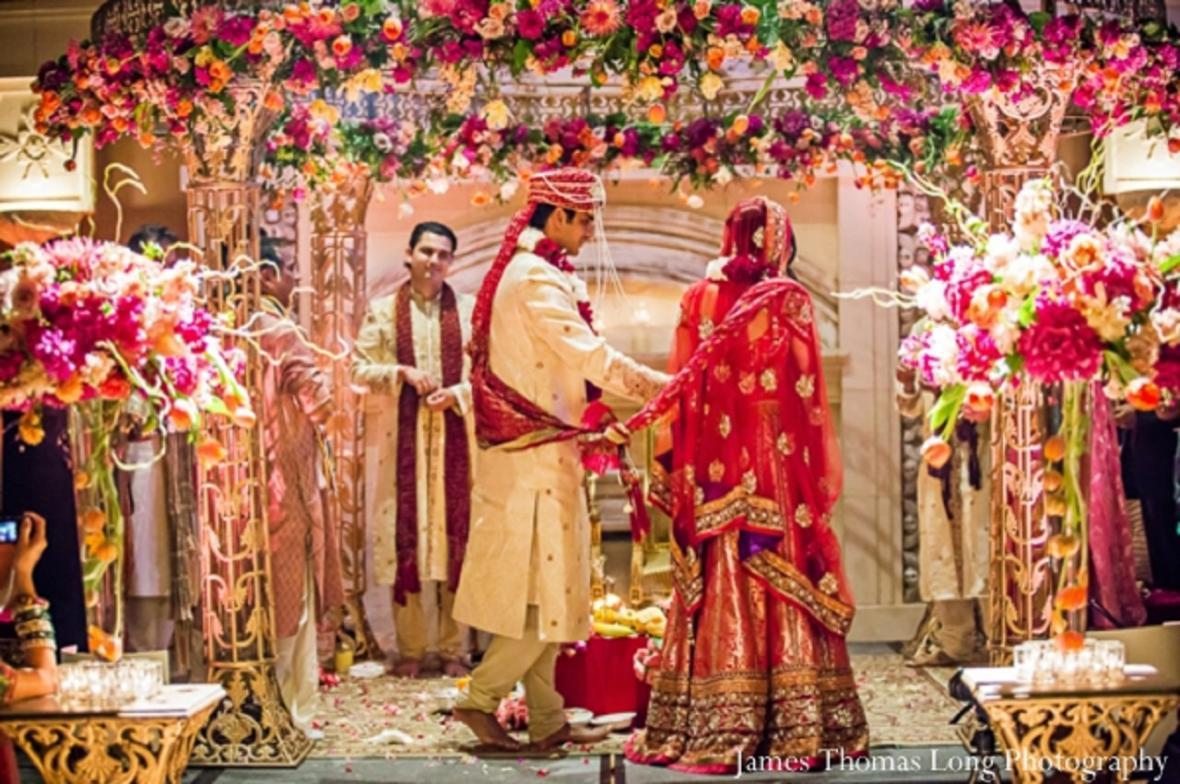 برگزاری جشن عروسی در اوج بحران کرونا!
