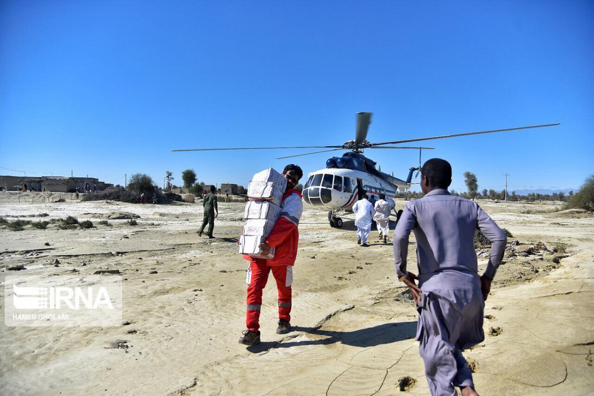 خبرنگاران مردم 130 روستای سیل زده رودبار جنوب اقلام ضروری دریافت کردند