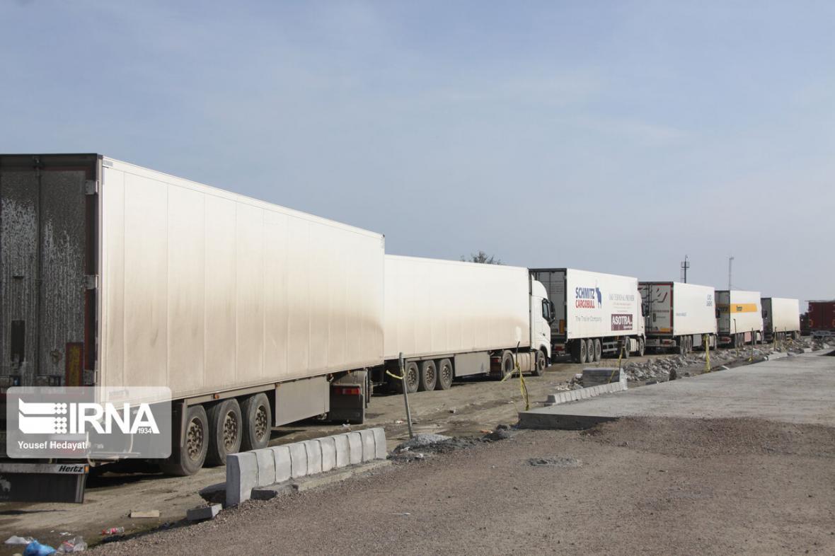 خبرنگاران تردد کامیون ها در مرز تمرچین به روزانه 60 دستگاه رسید