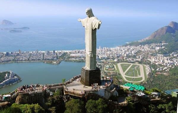 معرفی مجسمه رستگاری مسیح چهارمین مجسمه عظیم عیسی مسیح در ریو دوژانیرو برزیل