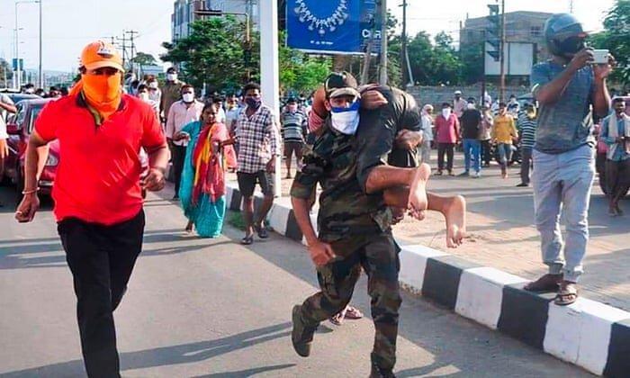 نشت گاز سمی در هند ، 9 تن کشته و هزاران نفر بستری و تخلیه شدند