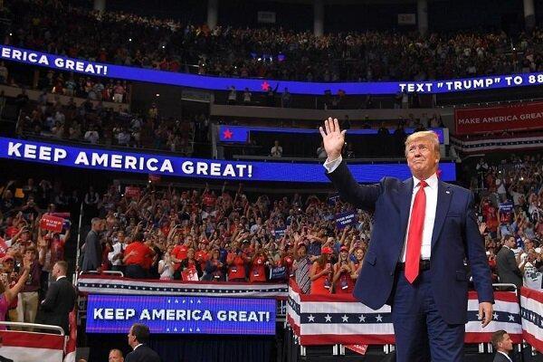 نقدها از فعالیت کمپین انتخاباتی ترامپ به دلیل شیوع کرونا
