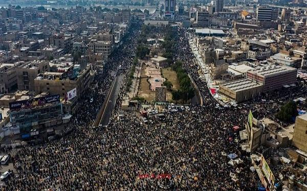 تجمع ده ها هزار نفری طرفداران جریان صدر در مرکز بغداد
