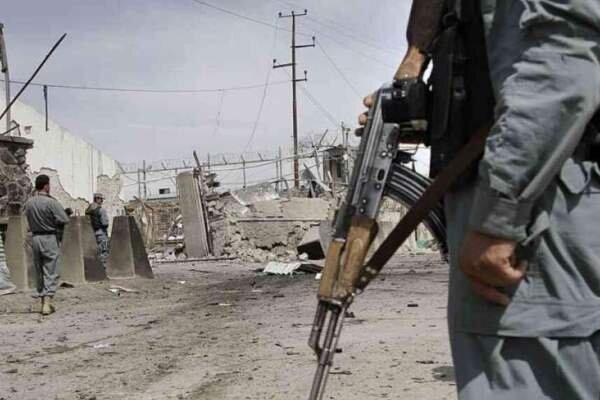 حمله انتحاری در غزنی، 21 نظامی افغان کشته شدند
