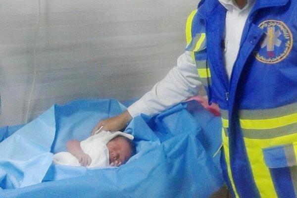 تولد نوزاد دختر 7 ماهه در آمبولانس
