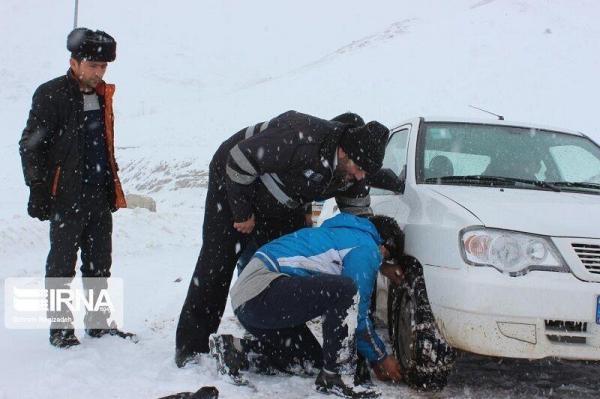 خبرنگاران نجات 11 گرفتار در برف و 2 خبر کوتاه از لرستان